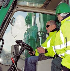 sicherheitskleidung-zum-schutz-vor-gefahren-am-arbeitsplatz-1